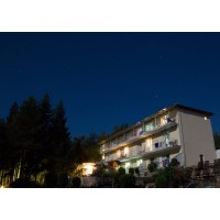 Хотелът вечер 2